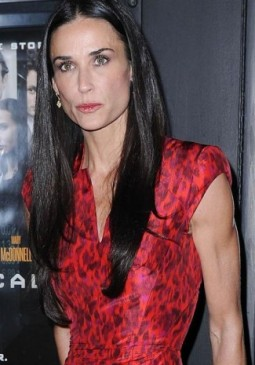 demi-moore-chldren-drink-2012