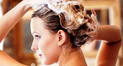 Почему выпадают волосы на голове, что делать?