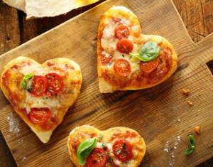 мини-пицца в форме сердца