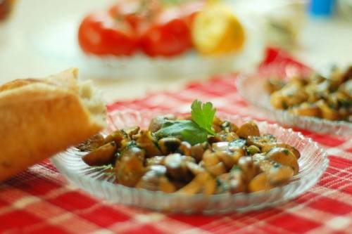 жареные грибы с чесноком