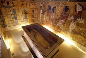 Золотая маска Тутанхамона принадлежала Нефертити