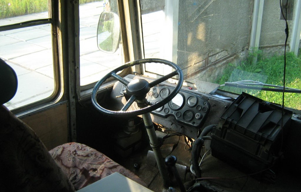 Установка лобового стекла автобуса