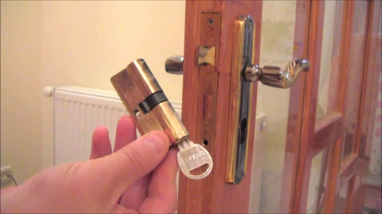 Как заменить замок в двери