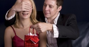 Какой сувенир подарить девушке