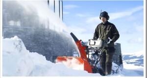Почему бензиновые снегоуборщики предпочтительнее?